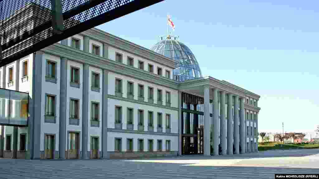Президентский дворец, вид сбоку.