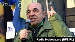 Рабинович выступает на митинге у НБУ