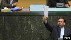 پاسخ روز چهارشنبه سید شمس الدین حسینی، وزیر اقتصاد به سوال الیاس نادران قانع کننده تشخیص داده نشد.