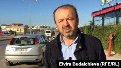 Митхат Абакан Түркиялык журналист.