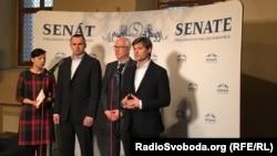 Учасники пресконференції в Сенаті Чеської республіки