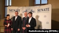 Участники пресс-конференции в Сенате Чешской республики