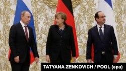Президент Росії Володимир Путін, канцлер Німеччини Ангела Меркель та президент Франції Франсуа Олланд