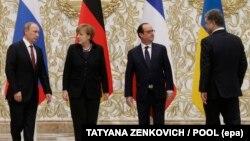 Ресей президенті Владимир Путин, Германия канцлері Ангела Меркель, Франция президенті Франсуа Олланд және Украина президенті Петр Порошенко. Минск, 11 ақпан 2015 жыл.