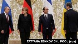 Ресей президенті Владимир Путин (солдан оңға қарай), Германия канцлері Ангела Меркель, Франция президенті Франсуа Олланд, Украина президенті Петр Порошенко. Минск, 11 ақпан 2015 жыл.
