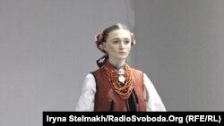 Колекція українських жіночих костюмів музею Івана Гончара