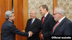 Armenia -- President Serzh Sarkisian (L) meets with the visiting co-chairs of the OSCE Minsk Group, 9June2011.