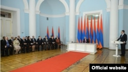 Armenia -- Prime Minister Tigran Sargsyan (R) and members of his cabinet tender their resignations to President Serzh Sarkisian (C), 09Apr, 2013