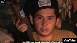 """Один из героев размещенного в Интернете видеоролика о """"казахских джихадистах"""", в котором семья Жансенгировых опознала Аманжола Жансенгирова."""