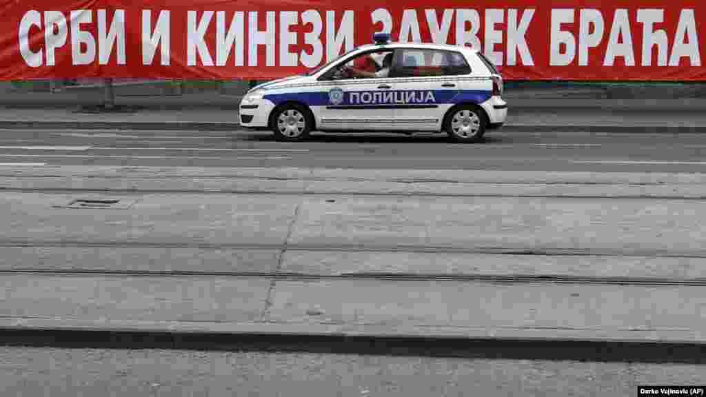 СРБИЈА / САД - Соединетите држави го предупредија Белград дека треба да биде свесен за ризиците што се создаваат од набавка на оружје од кинески компании и оценија дека изборот на добавувачи треба да ја одразува прогласената цел на Србија за интеграција во Европската унија.