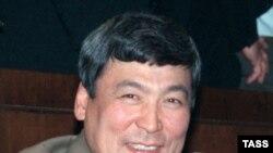 Алғашқы қазақ ғарышкері, запастағы авиация генерал-майоры Тоқтар Әубәкіров. Байқоңыр, 1998 жыл.