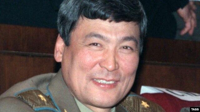 Первый казахский космонавт, генерал-майор авиации в запасе Тохтар Аубакиров.Байконур, 1998 год.