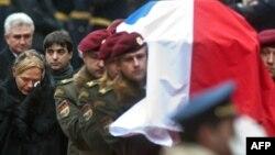 Vaclav Havelin cənazəsi Praqa qəsrinə aparılır. 21 dekabr 2011