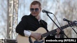 Лявон Вольскі выступае на Дні Волі ў Горадні, 24 сакавіка