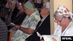 Верующие в церкви. Иллюстративное фото.