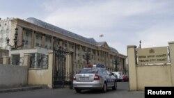 Сегодня Тбилисский городской суд избрал для обвиняемого в нападении на оппозиционного политика меру пресечения в виде заключения под стражу. Слушания состоятся 26 апреля.
