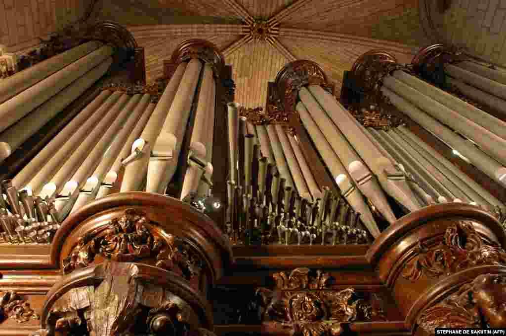 امروزه کلیسای جامع نوتردام، از بناهای مهم هنر گوتیک بهشمار میرود و برخی از کارشناسان آن را «نمونه مثالزدنی» در معماری گوتیک میدانند. نوتردام یکی از معروفترین کلیساهای جهان است. با این حال برخی نمونههای معروف دیگر مانند کلیسای جامع میلان یا کلیسای جامع کلن از دیگر نمونههای معماری گوتیک هستند که ساخت آنها صدها سال طول کشید.