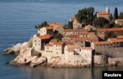 Sveti Stefan, pe malul Mării Adriatice