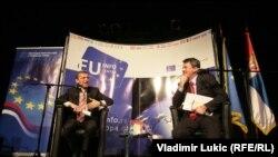Vensan Dežer i Žarko Obradović tokom susreta sa srednjoškolcima, Beograd, 24. januar 2013.