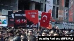 Карабах согушу башталганда курман болгондорду эскерүү боюнча Бакудагы жүрүш. 26-февраль, 2012-жыл.