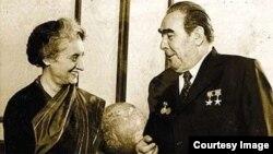 Hindistan baş naziri Indira Gandhi və sovet lideri Leonid Brezhnev.