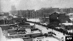 Колонна военнопленных солдат Вермахта в Сталинграде