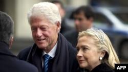 Билл Клинтон с супругой Хиллари Клинтон, госсекретарем США