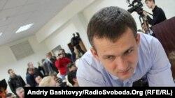 Юрій Левченко, кандидат-мажоритарник від ВО «Свобода» в 223 окрузі в Києві у приміщенні ОВК № 223