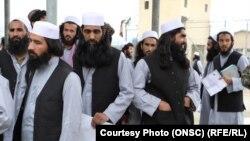 گروهی از زندانیان رها شده طالبان در جریان توافقات بر سر آزادی زندانیان و اسرا