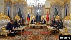 Түркия менен Орусия президенттеринин Стамбулдагы жолугушуусу.