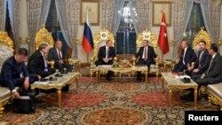 Түркия президенті Режеп Ердоған мен Ресей президенті Владимир Путиннің келіссөзі. Стамбул, 10 қазан 2016 жыл.