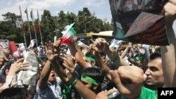 برخی نقاط تهران در روزهای اخیر شاهد دیگیریهایی میان حامیان میرحسین موسوی و محمود احمدینژاد بوده است