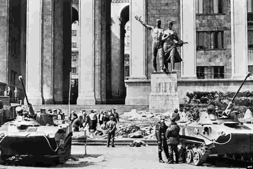 Soviet tanks stand in front of the Georgian government building after troops violently broke up the pro-independence protests.