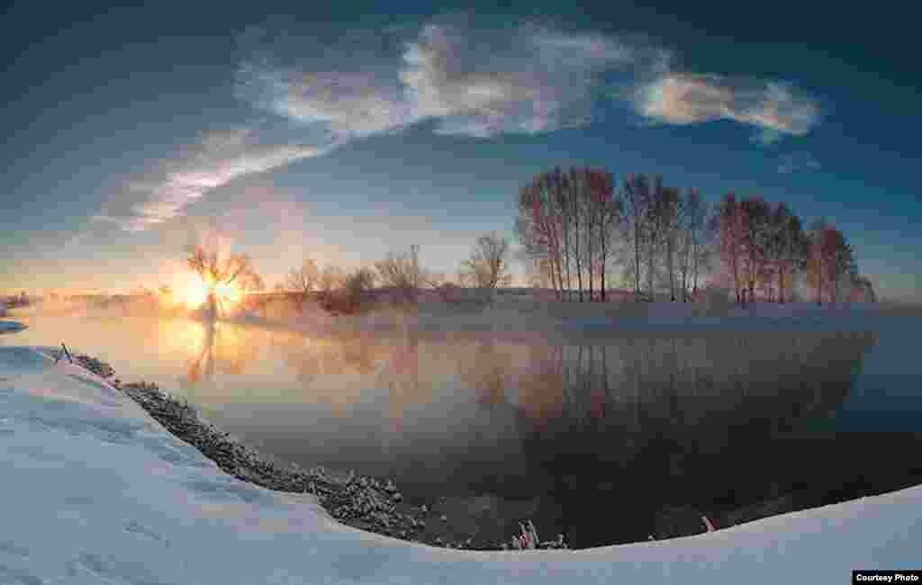 9:44:03 - 9:45:15. Алты горизонталь фотоны берләштереп ясалган панорама күренеше.