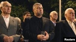 Югоосетинский экс-президент оказался проворнее своего преемника: Эдуард Кокойты во время 5-й годовщины августовской войны успел раньше почтить память погибших