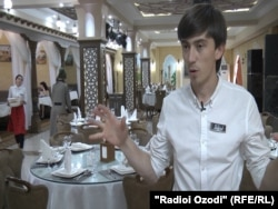 Мурод Туйчиев дар баробари коргардонӣ дар ресторан ҳам кор мекунад.