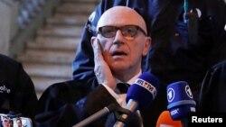 Адвокат Поль Бекар соттан кейін журналистерге сұхбат беріп тұр. Брюссель, 17 қараша 2017 жыл.