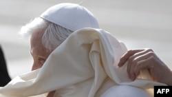 Папа Бенедик XVI Единбург аэропортуна учуп келди. 16-сентябрь
