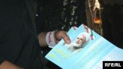 یکی از هواداران مهدی کروبی. عکس تزئینی است.