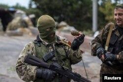 Бойовики угруповання «ДНР» біля Донецька. Вересень 2014 року