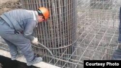 Строительные работы по улице Турсунзаде. Фото с места строительства размещены интернет-изданием «Письма о Ташкенте».