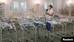 Діти, народжені сурогатно, у готелі «Венеція», що належить клініці «Біотехком»