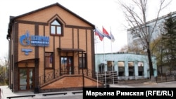 """Офис """"Газпрома"""" рядом с разрушенным зданием. Центр Свободного"""