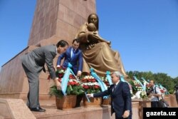 Ўзбек расмий хабарларида Мирзиёев номи тилга олинмади.
