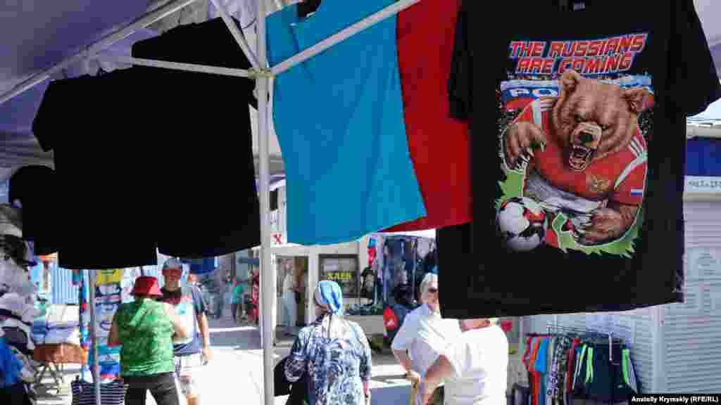 Символіка футбольного чемпіонату на центральному ринку