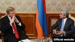 Armenia - President Serzh Sarkisian (R) meets with EU Enlargement Commissioner Stefan Fuele, Yerevan,13Sep2013