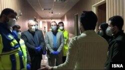 عکسی که از بازدید مسئولان وزارت بهداشت از محل قرنطینه ایرانیان بازگشته از چین منتشر شده است، ۱۷ بهمن