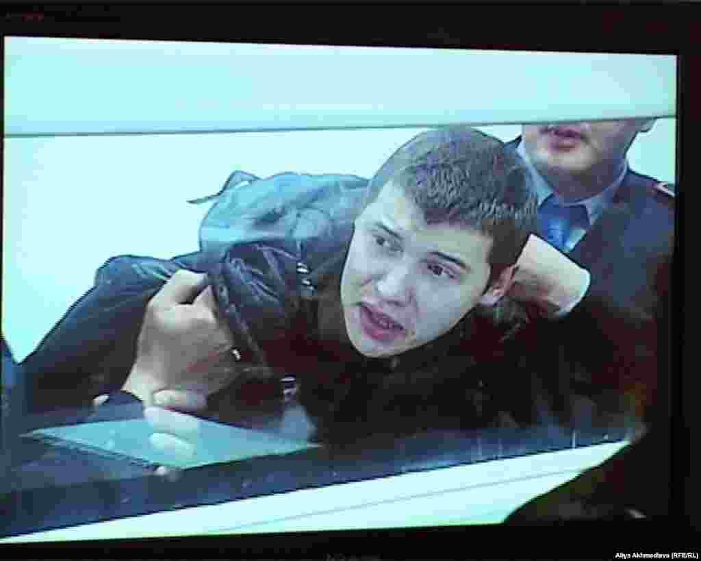 11 декабря пограничник Владислав Челах был признан виновным в убийстве 15 человек и приговорен к пожизненному заключению. Напомним, на пограничном посту «Арканкерген» были найдены тела 14 пограничников и лесничего.