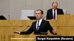 Дмитро Медведєв і Володимир Путін на засіданні Держдуми Росії, 8 травня 2018 року