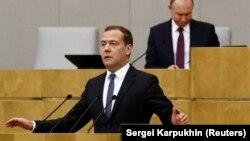 Дмитрий Медведев выступает перед депутатами Госдумы РФ, 8 мая 2018 года